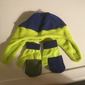 Childrens Place Boy Blue/Lime Hat/ Mittens 12-24m